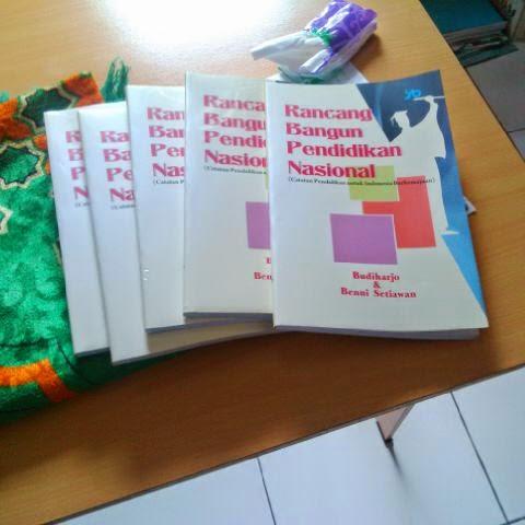 Mau buku ini? Pesan via bennisetiawan1@gmail.com, harga Rp. 40.000,- plus ongkos kirim