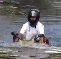 มอเตอร์ไซค์ลุยน้ำ