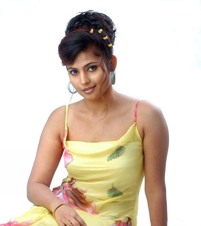 Saira Bhanu Telugu Actress Hot Photo In Sleeveless Dress