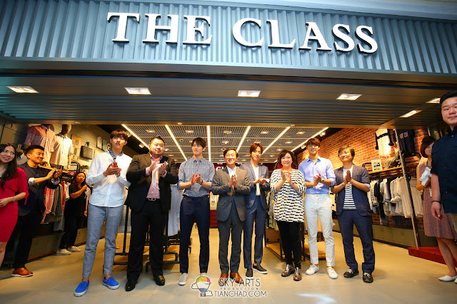 CNBLUE x THE CLASS MALAYSIA @ MID VALLEY MEGAMALL Ribbon cutting ceremony Photo by Mango Loke