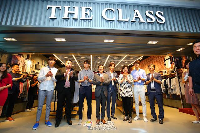 CNBLUE x THE CLASS MALAYSIA @ MID VALLEY MEGAMALL Ribbon cutting ceremony Photo by Mango Loke