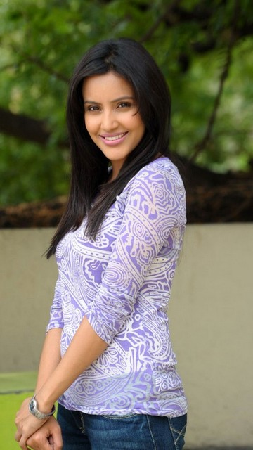 Priya Anand Latest Hot Wallpapers