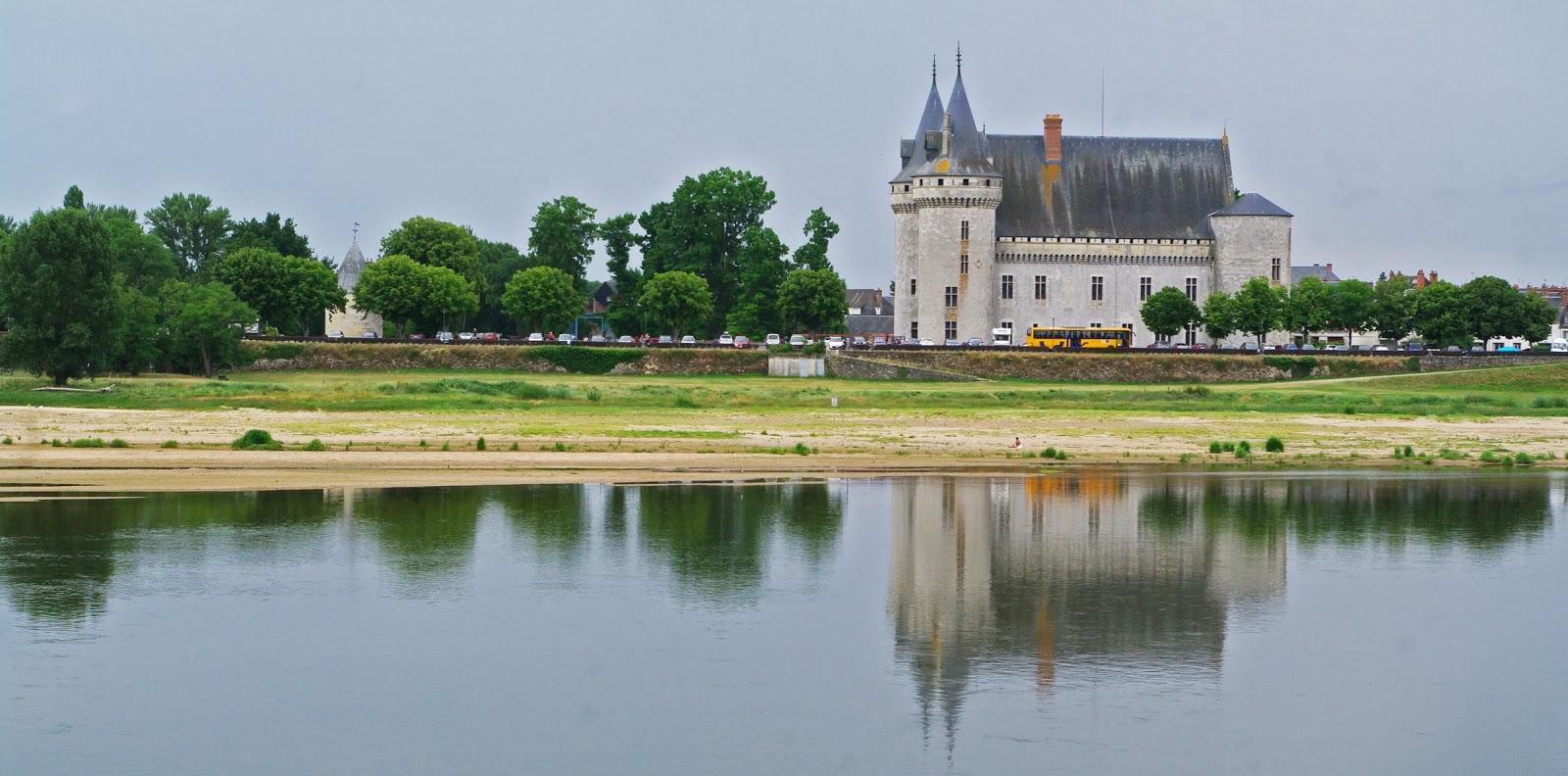 Images du val de loire le chateau de sully sur loire for Clair logis sully sur loire