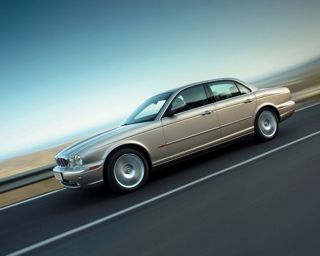 http://2.bp.blogspot.com/-msOHUyCcZcI/T6HxIpX8GwI/AAAAAAAABIs/StJCYrTA8v4/s1600/Jaguar_HD_Car_Wallpaper_Blu_Ray_1080p+%25281%2529.jpg