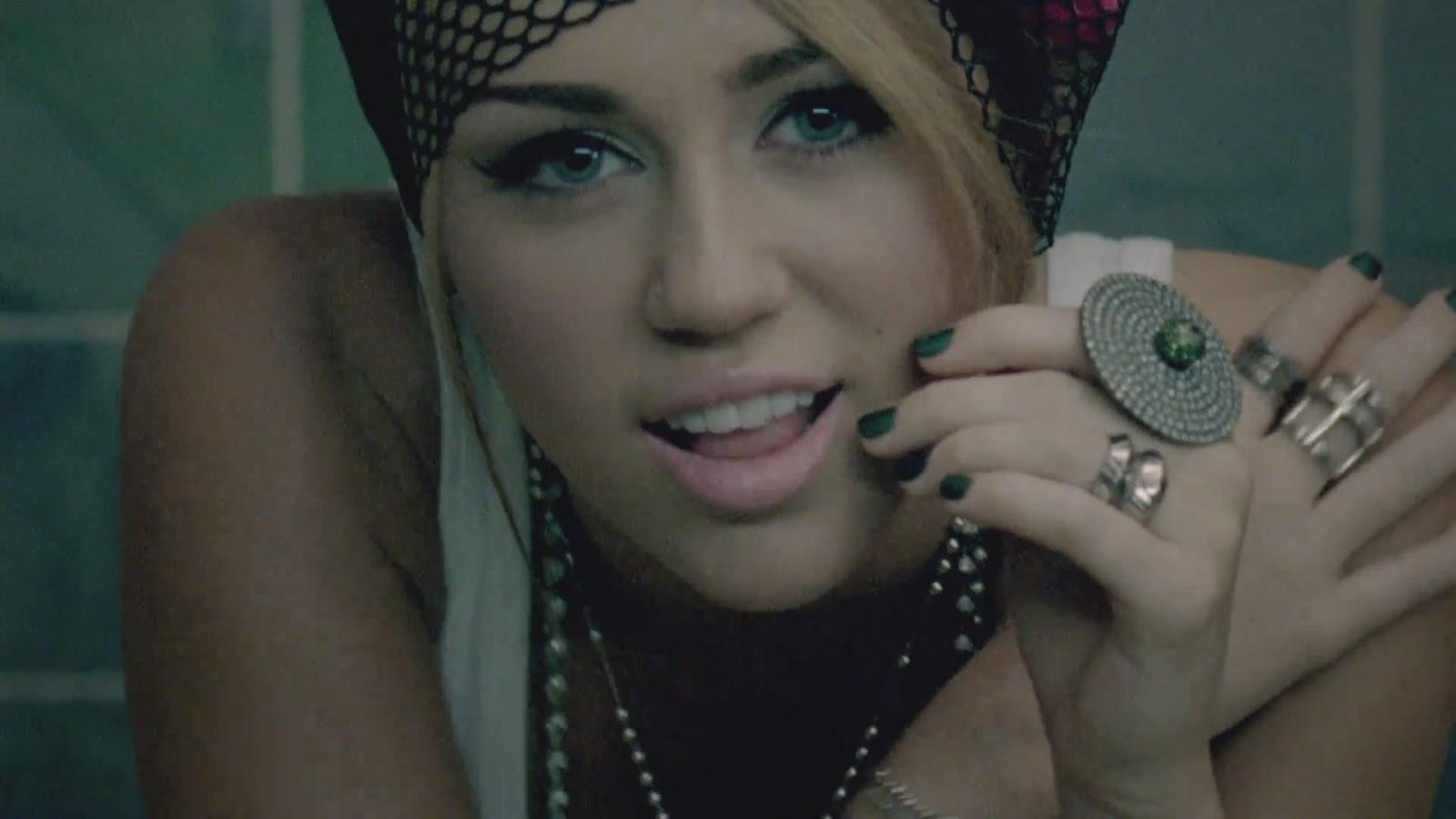 http://2.bp.blogspot.com/-msTFGEpAigg/T98YoH9cJMI/AAAAAAAAAa4/7gNQPahUYQA/s1600/Miley+Cyrus+-+Who+Owns+My+Heart_(1080p)%5Bvideoclipsdownloads%5D.mp4_snapshot_00.32_%5B2012.06.18_08.51.18%5D.jpg