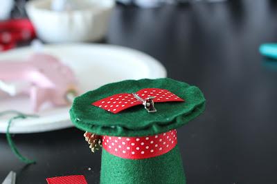 Mini Top Hat Ornament tutorial by  www.fleecefun.com