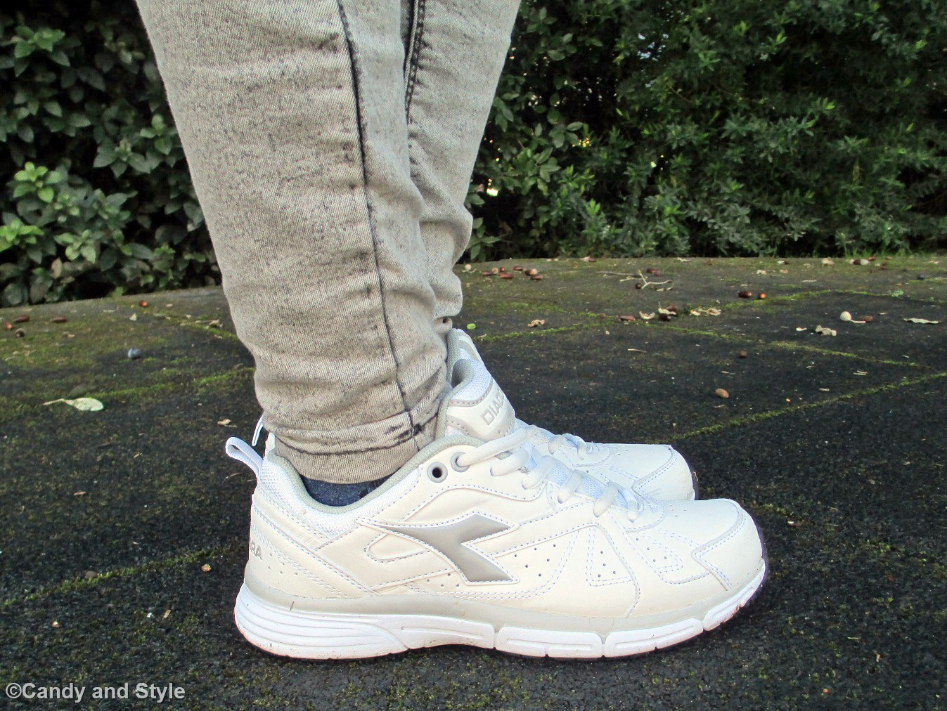 WhiteTrainers+Jeggings