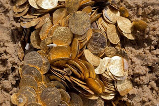 Julius Caesar gave 200 gold coins