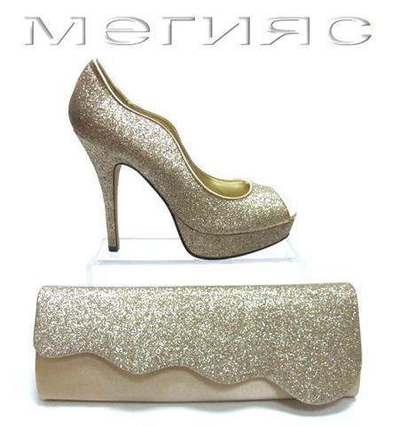 Блестящи обувки в златисто с висок ток и чанта клъч
