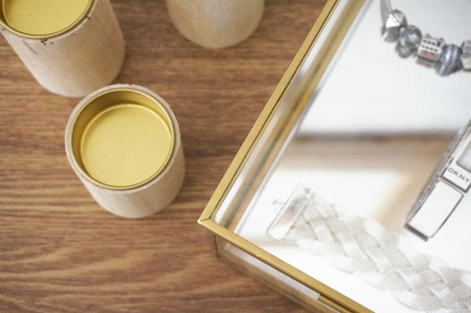 Détail d'une boite en verre et laiton doré