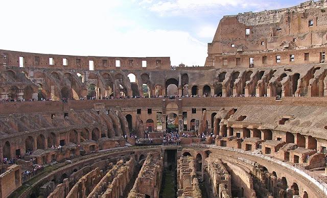 L'intérieur du Colisée de Rome (2)
