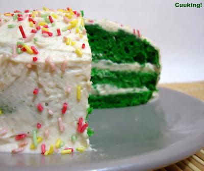 """Tarta """"Green velvet"""" con crema de almendras"""