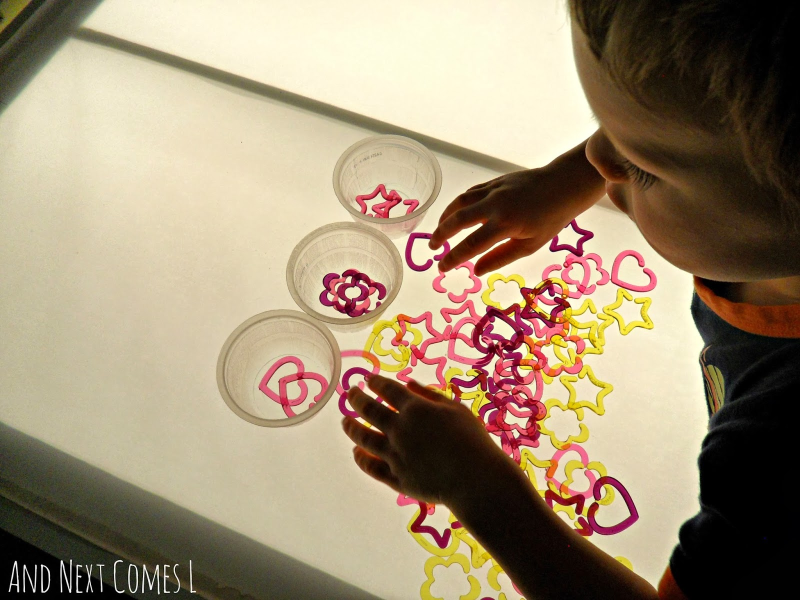 Sorting shapes on the light table and next comes l - Fabriquer une table lumineuse led ...