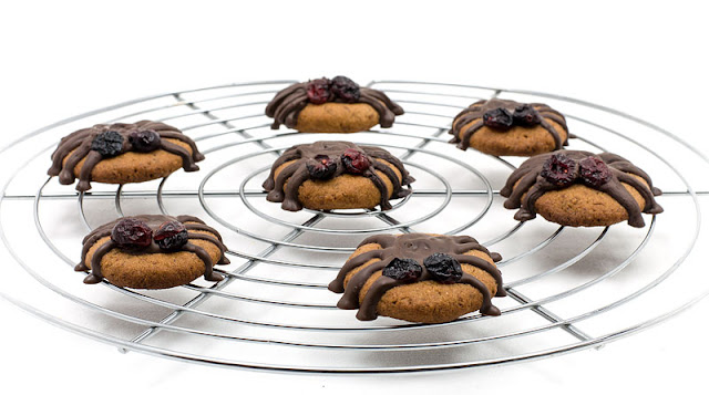 Vegan almonds cookies halloween spiders recipe shot