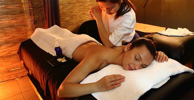 Làm nghề massage này nhưng Em ăn nói rất lễ phép, chẳng bao giờ làm ai phải phiền lòng