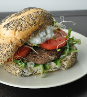 http://2.bp.blogspot.com/-mvH0LcboMwI/T-f8yeFEA-I/AAAAAAAAGeg/0NirxBiqK4Y/s1600/greek+portobello+sandwich+450+watermark.jpg