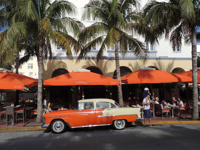 Carro de época e Art Deco em Miami Beach