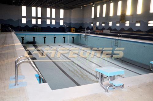 Acipa lleva la piscina cubierta del polideportivo a pleno for Piscina polideportivo