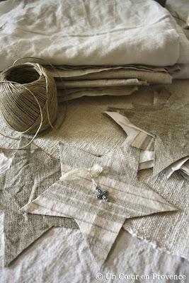 Création d'étoiles en tissu à suspendre