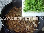 Rulada de pui cu ciuperci la cuptor preparare reteta