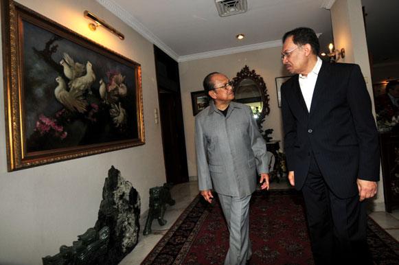 "Anwar Ibrahim : Malaysia Semakin Jauh dari ""Sahabat"" Indonesia"