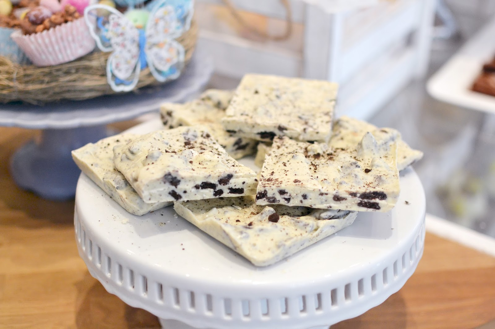 white chocolate bark with oreo