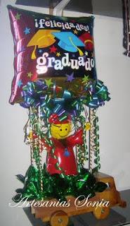 Artesanias Sonia: Arreglos con globos para Graduacion.