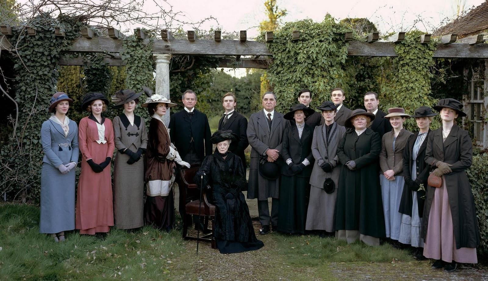 http://2.bp.blogspot.com/-mwlwLuRUCO8/Tnby2r9CPPI/AAAAAAAALiA/QUVgzWDp_1I/s1600/Downton-Abbey-period-films-15626885-1896-1090.jpg