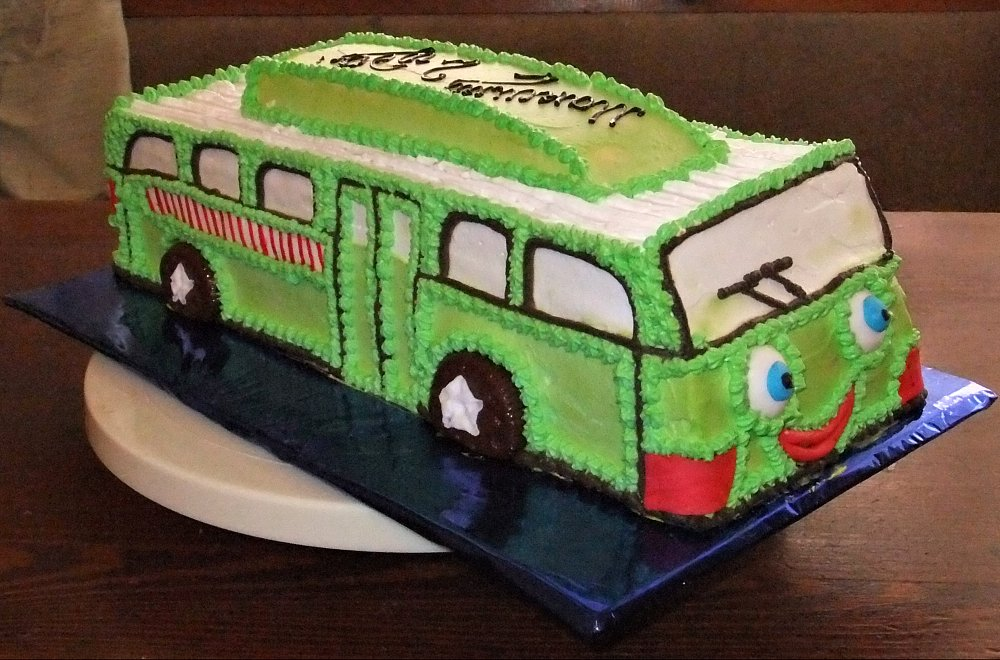фото тортов с автобусами