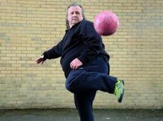 Il est devenu le Maradona gallois malgré ses 127 kilos