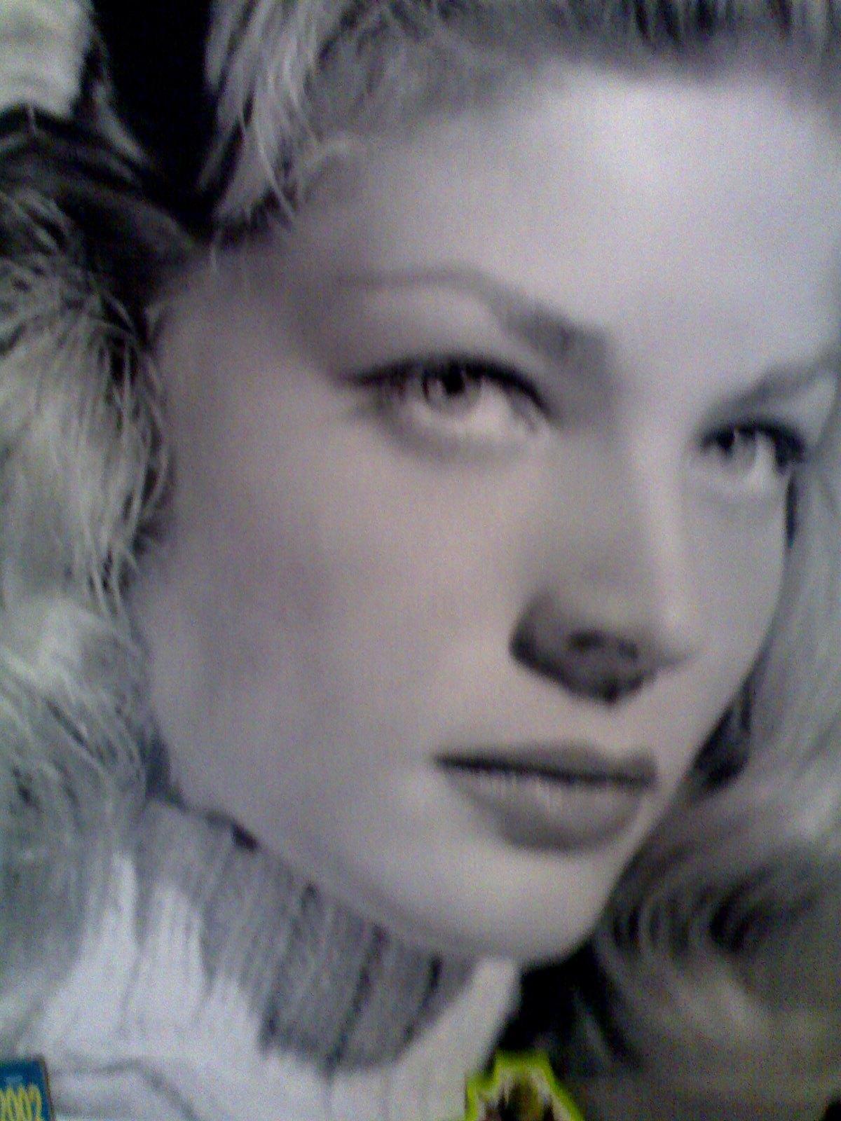 http://2.bp.blogspot.com/-mx9lRfdQ-pw/TxbEmmPVwKI/AAAAAAAAEkc/5hdozcEuPIM/s1600/Luren+Bacall+%25281%2529.jpg