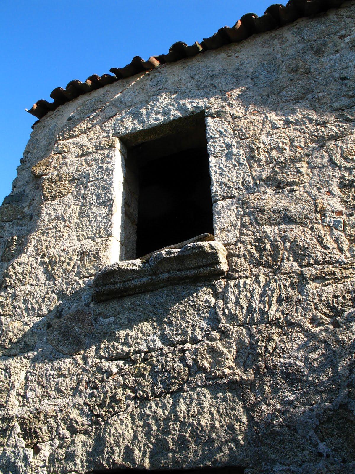 vieille façade à Aullène en Alta Rocca