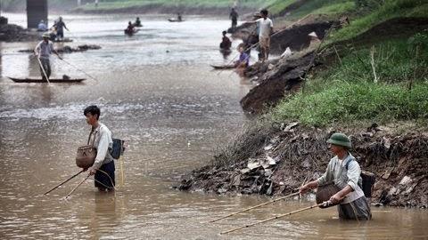 Huyện Đak Đoa: Bắt đối tượng đánh bắt cá bằng xung điện