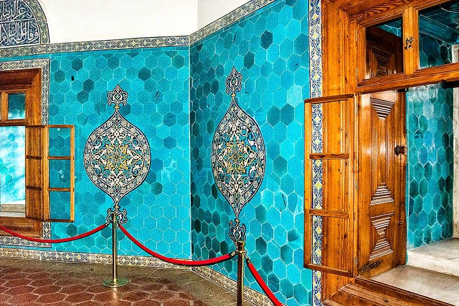gorgeous turquoise tiles of Yeşil Türbe