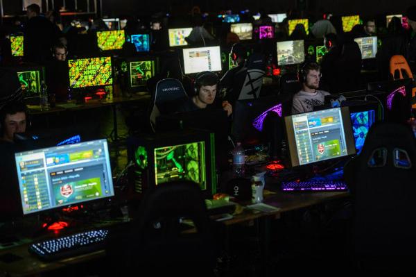 الألعاب الإلكترونية العقلية! gaming.jpg