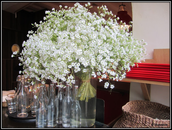 Restaurant Jaja, antre du vin carte, rue sainte-croix de la Bretonnerie Paris 3ème, fleurs fraiches coupees du jardin