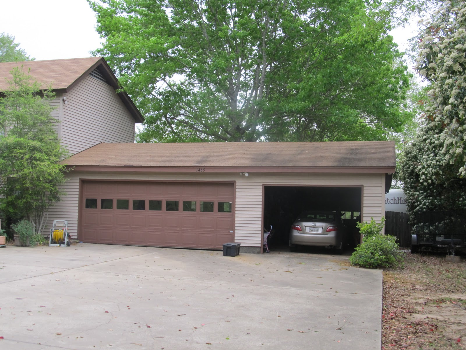 Next Is A Picture Of Their Garage. There Is No Greater Love Than That Of A  Son In Law Who Gives His Parking Place In The Garage To His Father In Law!