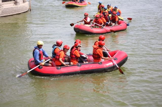 Outbound Rafting di Situ Cileunca