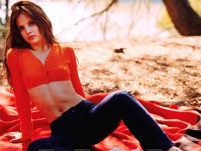 mena_suvari_hollywood_hot_actress_wallpaper_in_red.jpg_fun_hungama_forsweetangels.blogspot.com