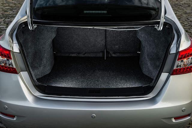 Nissan Sentra 2016 - porta-malas de 506 litros