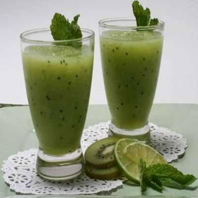 عصير الكيوي و الليمون الحامض