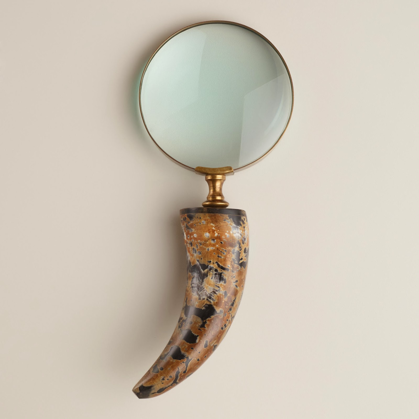 Magnifying Glasses As Decorative Accessories Driven By Decor
