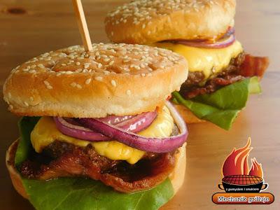 Hamburger amerykański z grilla przyprawy Kamis sos do burgerów Amerykański bbq mechanik grilluje grill mates