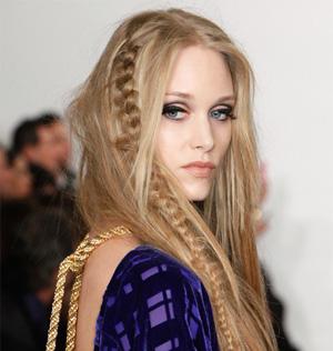 peinados a la moda trenzas con pelo suelto tendencias en peinados