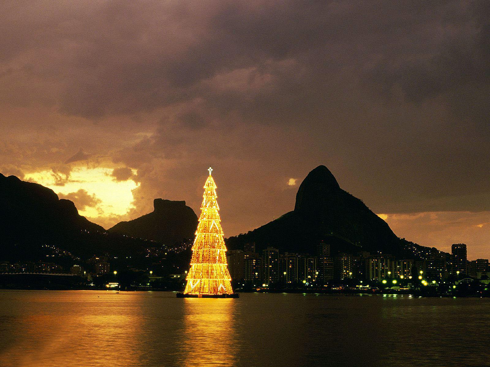 http://2.bp.blogspot.com/-mzMg9c6UbdA/T7JiKeNHbtI/AAAAAAAACzM/I4orsBpLGCk/s1600/Christmas+Lights+4.jpg