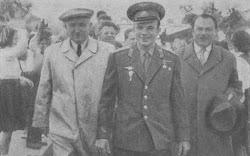 София, 22 мая 1961 года. Первый секретарь ЦК БКП Тодор Живков и ,Димитр Ганев встречают Гагарина