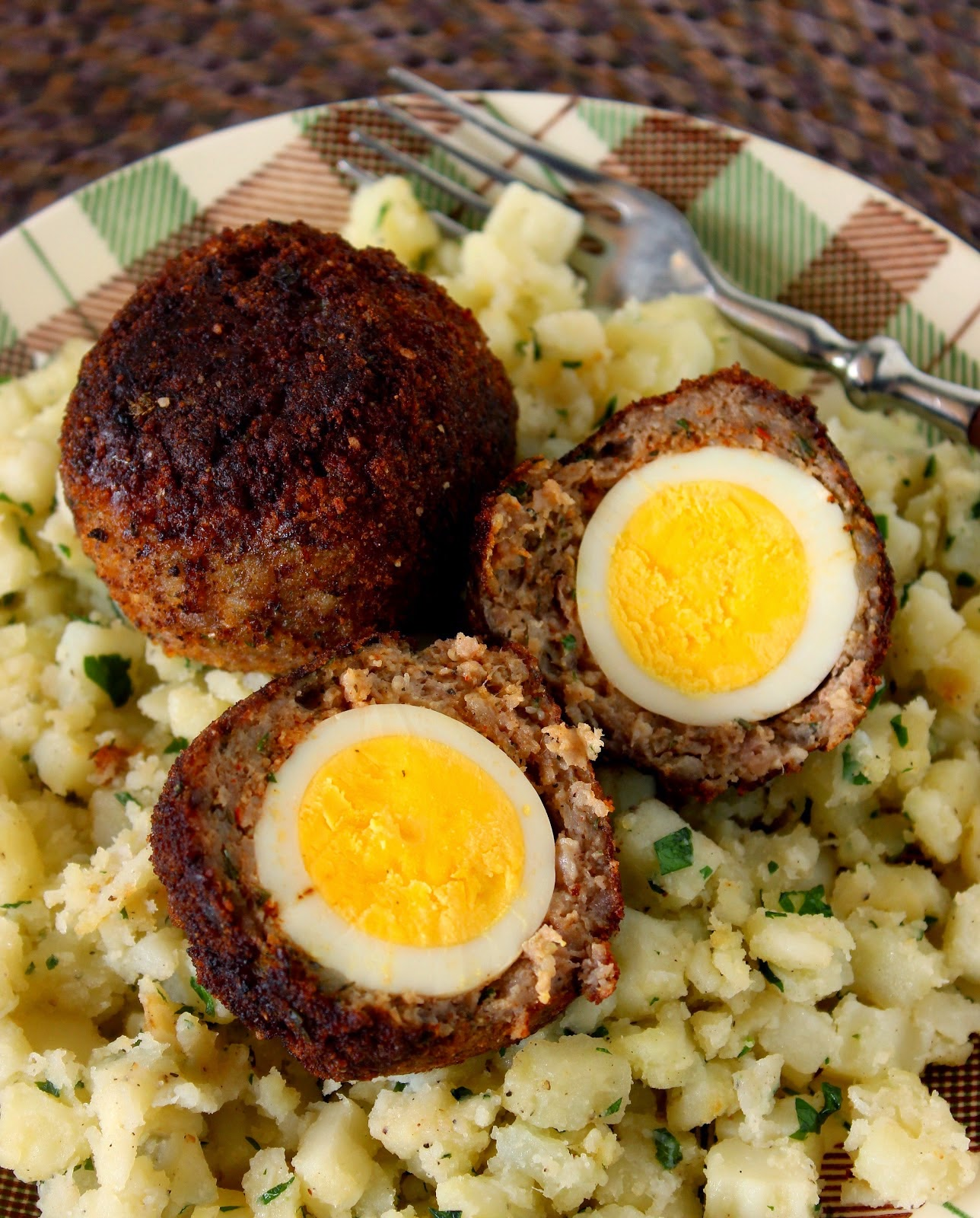 http://www.kudoskitchenbyrenee.com/2014/04/scotch-eggs-for-src.html