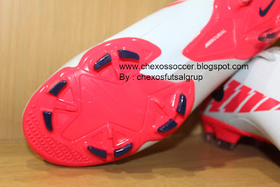 Sepatu Sepak Bola Nike Mercurial Victory II White/Granite
