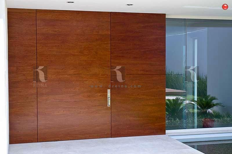 Puertas de madera de entrada principal talla de madera for Puertas de madera para entrada principal de casa modernas