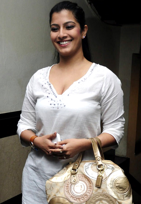 varalaxmi sarathkumar mother